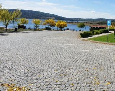 raven exfoliared grey cobblestone tiles and pavers natural split